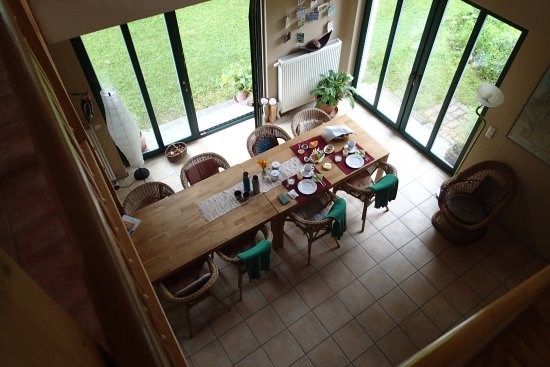 Chorin, Tyskland: Double height breakfast room with views into the gardens.
