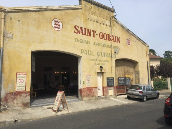 Esperaza, Frankrike: Saint Gobain may not look 5* from outside..... take a look inside you will be pleasantly surpris