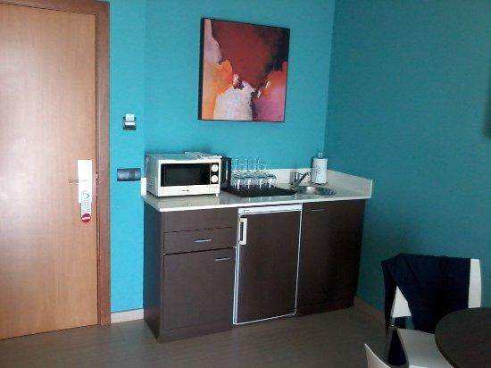 petit espace cuisine sans cuisson avec frigo - Picture of GHT Oasis ...
