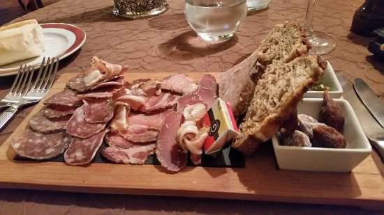 Hotel Restaurant Le Cygne: Entree, Charcuterie plate - recommend you share it !