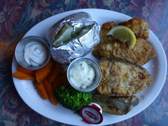 Trout River, Canadá: Fisherman's platter (or whatever it's called) with cod, halibut, capelin and turbot.