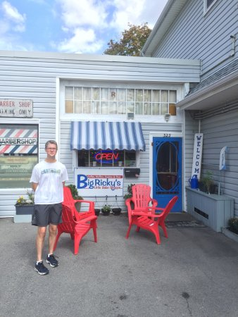 Chatham, Canada: If you blink, you'll miss it! Small, charming little bake shop.