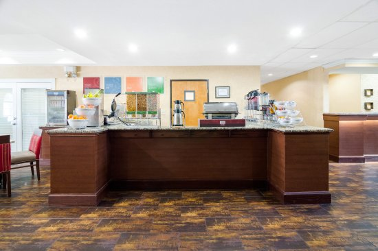 Comfort Suites Las Colinas Center: Breakfast Area
