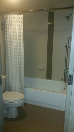 Hyatt Place Baltimore/BWI Airport: Smaller than it looks, and the water flow was a bit weak, but clean and in good shape.