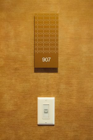 Loden Hotel: Door chime...no knocking on doors