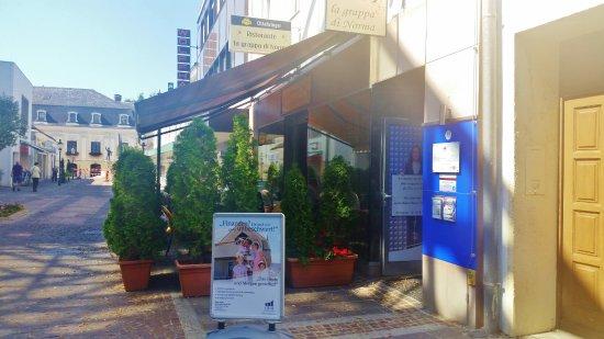 Tulln, Austria: Kein Lokal für einen schnellen Kaffee! Da wir aufgefordert zu gehen!!