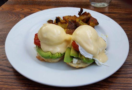 Brackendale, Kanada: Avocado eggs benedict - very good