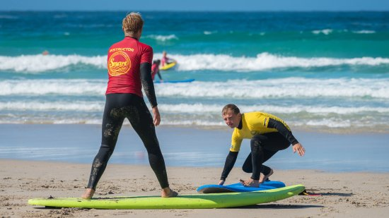 Smart Surf School: Seb showing me how to turn