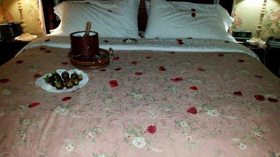 Berry Manor Inn: 20160901_193237_large.jpg