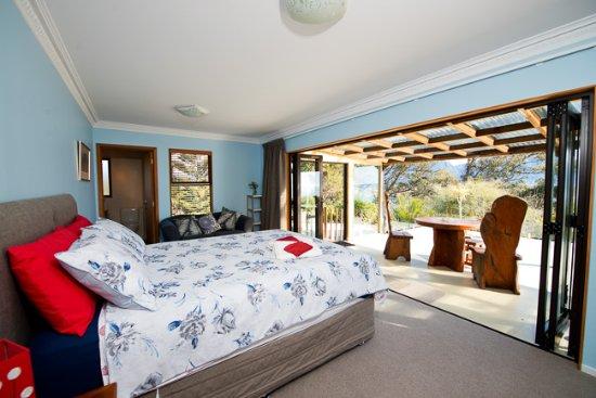 Collingwood, نيوزيلندا: Queen room view