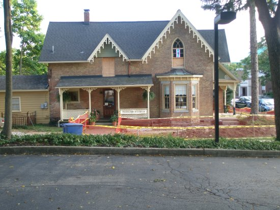 Delaware, OH: Building undergoing renovation