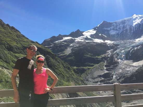 Restaurant Berghaus Baregg: View from the Bäregg terrace - glaciers, waterfalls and Alps