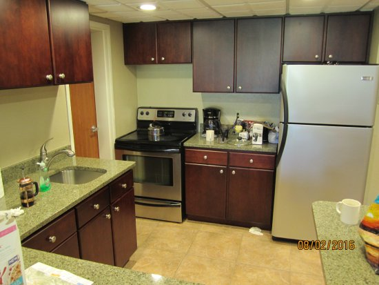 Fairmont Hot Springs Resort: Nice stainless appliances and kitchen in 1BR