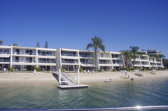 Noosa Harbour Resort : Units from the River