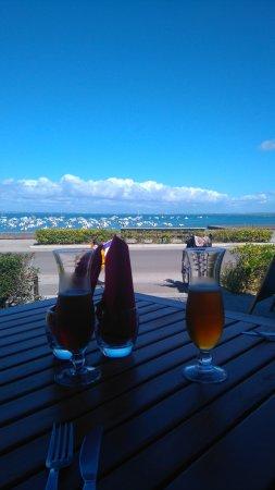 Le Chalet : Pause déjeuner sur la terrasse, météo parfaite et vue exceptionnelle
