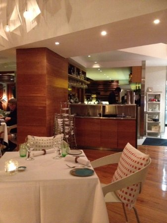 Rickys River Bar + Restaurant: Rickey's interior