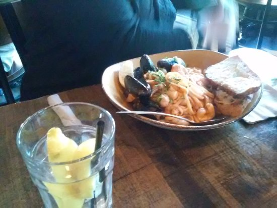Lou's Pier 47 Restaurant : Mussel Pasta