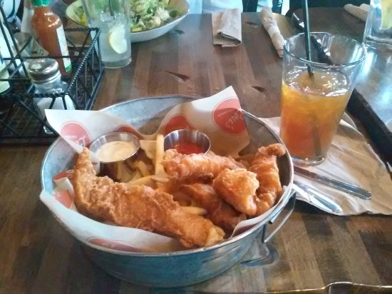 Lou's Pier 47 Restaurant : Fish and chips.