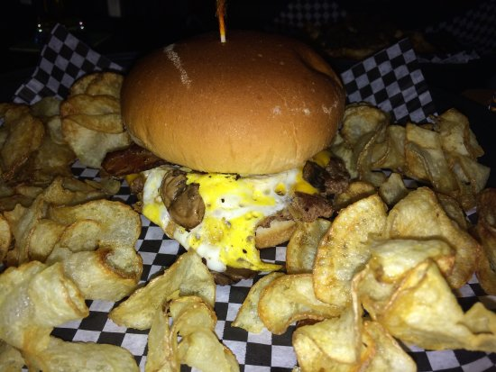 JL Beers: The Humpty Dumpty Burger with BACON and Mushrooms! So Good! (Sept. 9th 2016)