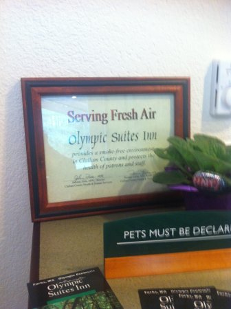 Olympic Suites Inn: Serving Fresh Air--Sign at checkin