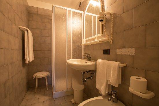 Albergo Ristorante Giardino: Bagno Camera Matrimoniale Standard