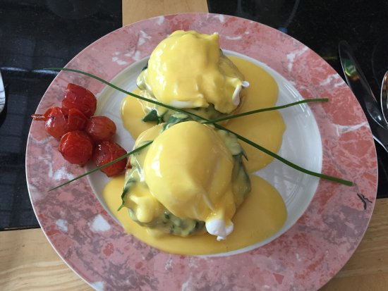 Greycroft: The best eggs florentine ever!!