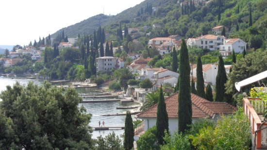 Precise Club Hotel Riviera Montenegro: Vista desde apartamento con el Club Riviera al fondo