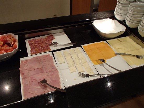 Hilton Brussels City: 朝食会場