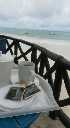 Diani Blue: - Afternoon tea right at the beach !