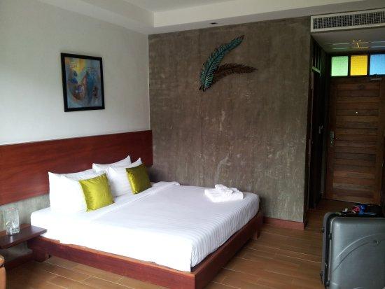 Green View Village Resort: lit king-size