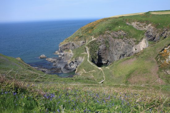 Moylegrove, UK: Witch's Cauldron, collapsed sea cave