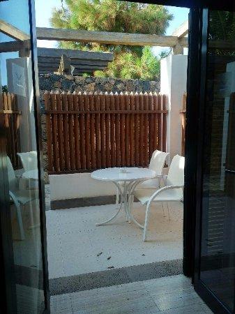 Hotel Villa VIK: private terrace with no view
