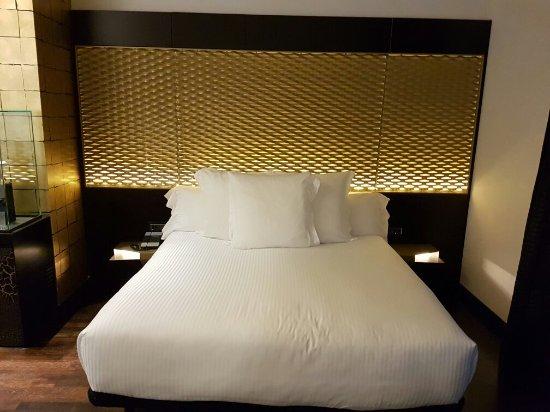 Hotel Claris: 20160819_205328_large.jpg