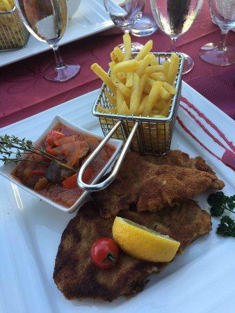 Carpa de verano en el jardín - Picture of Restaurant du Port