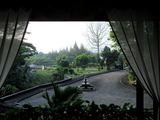 Poeri Devata Resort Hotel : 2階のレストランからの眺め