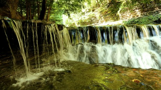 Stony Brook State Park: One of many smaller waterfalls