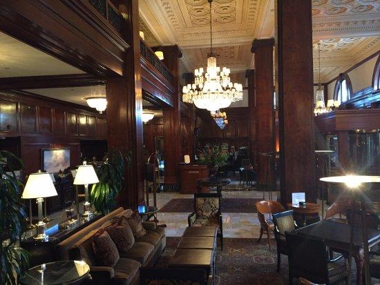 Benson Hotel Resmi