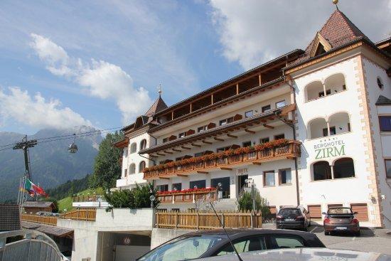 Berghotel Zirm: Facciata principale