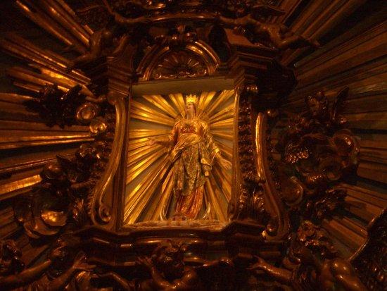 Grotte di Castro, Италия: scultura di Maria SS del Suffragio