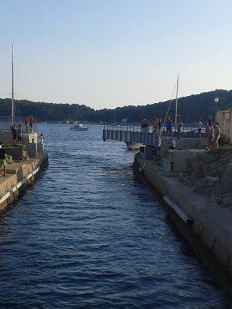 Losinj Island, Croatia: Ponte che si apre per il nostro passaggio