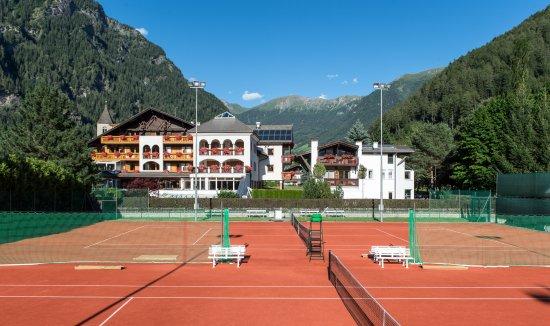 Hotel Wiesnerhof : Hotel mit Tennisplatz