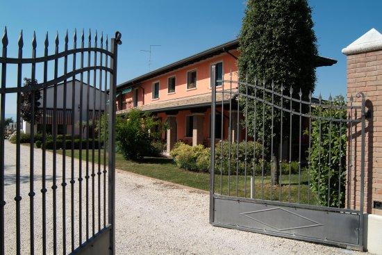 Pravisdomini, Włochy: Azienda Vini De Lorenzi