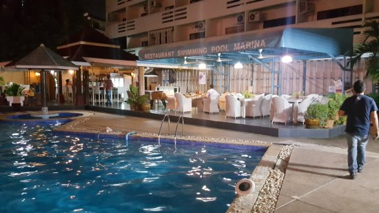 Marina Inn Pattaya: Pool Site, along with bar and dinning space