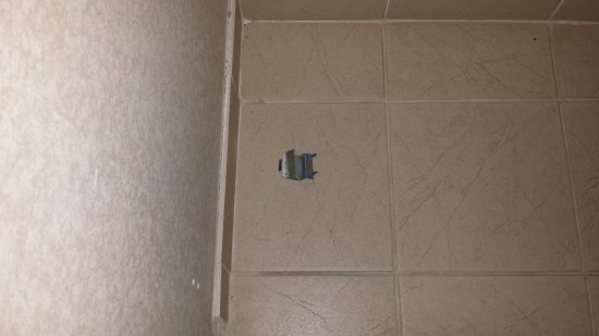 Holiday Inn Express & Suites Milton: Door stopper of the closet fell off the wall