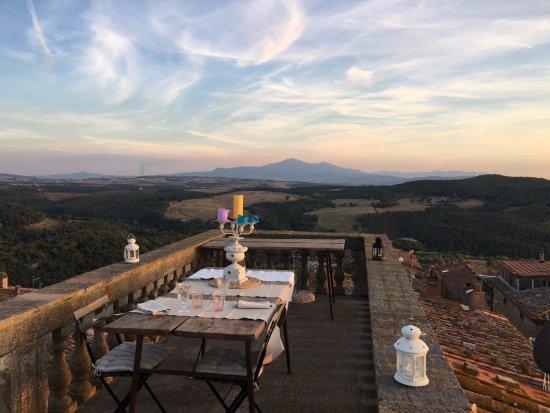 Castelmuzio, Italia: rooftop dinner