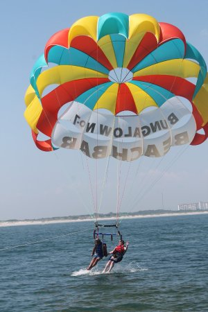 Atlantic Parasail: Go for the dunk!