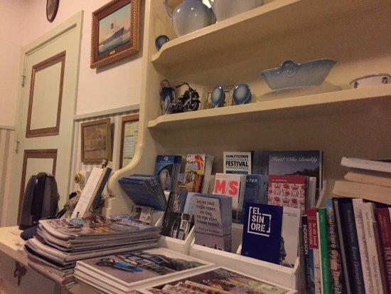 Snekkersten, Dänemark: Plenty of maps, books, broschures available.