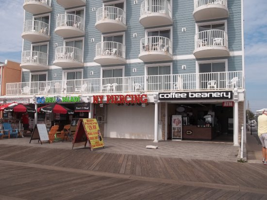 Tidelands Caribbean Hotel and Suites: How the current hotel looks from the front.