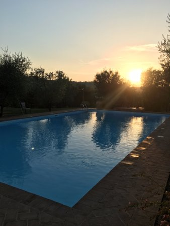 Tenuta Sant'Ilario: sunset at pool