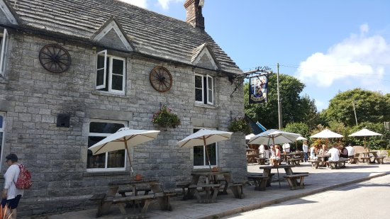 The Bankes Arms Country Inn: Pub exterior and seating